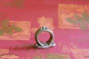 Keramický zásobník na ubrousky prstýnek